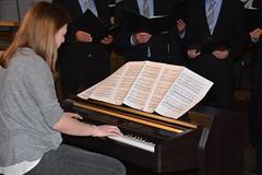 Sarah Spiekermann begleitet am Piano