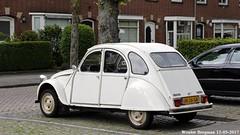 Citroën 2CV 1983 (XBXG) Tags: jn26gr citroën 2cv 1983 citroën2cv 2pk deuche deudeuche eend geit 2cv6 breda nederland holland netherlands paysbas vintage old classic french car auto automobile voiture ancienne française vehicle outdoor