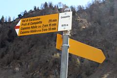 Wegweiser auf der Alp Compietto (uwelino) Tags: switzerland schweiz swiss suisse swisstravel swisstravelspectacular alpen alps europa europe 2017 spring frühling tessin kantontessin ticino sosto wegweiser hinweisschilder weiler alm bergdorf alp alpe compietto