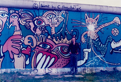 img070-1 Wallart - grafitti, Berlin Wall (Lawrence Holmes.) Tags: nikon ftn film scan 1985 berlin wall checkpoint charlie checkpointcharlie east west gdr coldwar germany nato lawrenceholmes