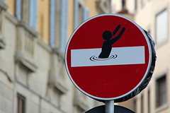 Florence Traffic Sign #23 (just.Luc) Tags: cletabraham streetart urbanart panneaudesignalisation trafficsign verkeersbord rond round cirkel circle cercle rouge rood red rot drowning man drenkeling homme uomo hombre city stad ville stadt firenze florence florencia florenz toscane toscana tuscany italien italie italia italy italië europa europe sign