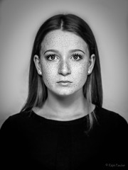 Freckles (Ralph Pascher) Tags: freckles sommersprossen gesicht face bw schwarz weiss women girl