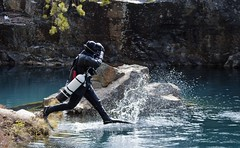 På väg att kolla livet under ytan. (lena.fredin) Tags: liv fotosondag fs170430