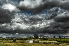 La caseta (Martika64) Tags: caseta campo countryside camino road cielo sky nubes clouds paisaje landscape paisajerural rurallandscape color imagenacolor colorimage outdoor nwn