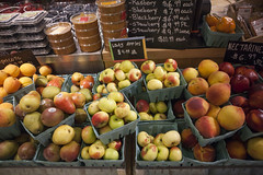 odd lots (n.a.) Tags: newyorkcity nyc newyork city manhattan apples lady pears apricots fruit market blackboard grand central food