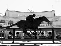 Tomb of Barbaro (StrongGrace Photography) Tags: barbaro bronze statue kentuckyderby churchilldowns louisville kentucky bw schwarzweis grabmal tombstone memorial gedenkstätte nikoncoolpixp610