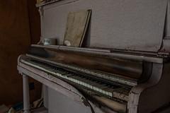 piano (Denis Tremblay) Tags: piano rurex denistremblay abandonned abandonné oldhouse canon 1585 rural explorer exploration