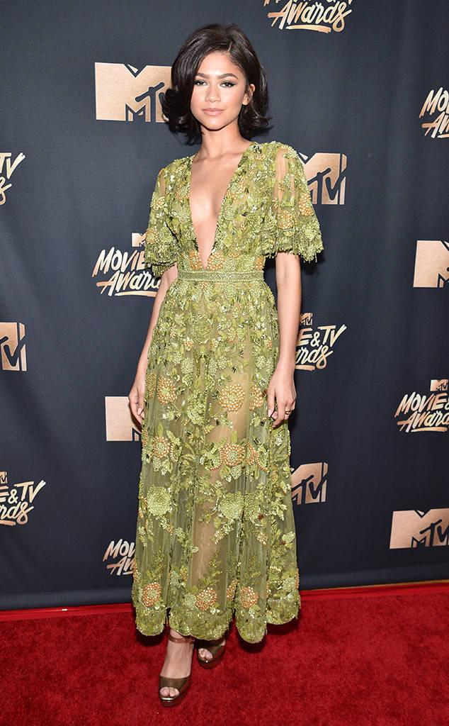Thảm đỏ MTV Movie & TV Awards: Cara khoe đầu trọc, các sao tạo dáng khó khăn vì mưa đá - Ảnh 15.