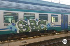http://stolenstuff.it  SBC (stolenstuff) Tags: stolenstuff graffitiblog running check4stolen graffititrain sbc graffiti diretto crossing benching