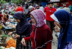 Buyer trio (A. Yousuf Kurniawan) Tags: mother buyer hijab moslem streetlife streetphotography streetphoto colourstreetphotography colourful colourstreet market traditionalmarket indonesia dailylife urbanlife urban woman borneo kalimantan beautiful batik