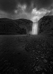 And the light comes (Toni_pb) Tags: islandia iceland skógafoss water waterscape waterfall black bw bn white minimalist mountain mystic montaña monochromatic monocromo blanconegro blackwhite landscape light