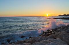 Sentado Sobre las Rocas (Tomás Hornos) Tags: atardecer sunset olas wave rocas orilla cielo sky sun sol soleil beach playa mar sea oceano mediterráneo almuñécar d3200 granada costatropical azul agua water