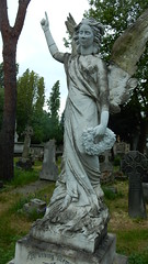 Angel in Perivale (John Steedman) Tags: london uk quotunited kingdomquot england イングランド 英格兰 quotgreat britainquot grandebretagne grossbritannien 大不列顛島 グレートブリテン島 英國 イギリス ロンドン 伦敦 quotst marysquot church perivale marys churchquot churchyard friedhof cemetery grave monument cgth graveyard cementerio cimetière tomb