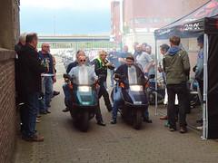 Double-Helix (Rob de Hero) Tags: honda helix scooter roller duell race sprint bremen werkstattparty ulf penner ulfpenner party motorbike motorcycle motorrad