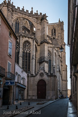Rue Armand Gauthier, Narbonne (Jose Antonio Abad) Tags: architecture arquitectura buildings calles church edificios fotografíaurbana francia iglesia joséantonioabad languedocrosellón languedocroussillon narbonne paisajeurbano pública urbanphotography cityscapes gothic gótico streetphotography streets urbanlanscape église narbona