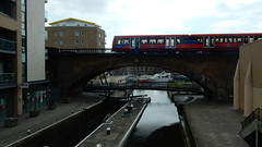 Regent's Canal, Limehouse Basin and Docklands Light Railway train (John Steedman) Tags: regentscanal limehousebasin docklandslightrailway train limehouse london uk unitedkingdom england イングランド 英格兰 greatbritain grandebretagne grossbritannien 大不列顛島 グレートブリテン島 英國 イギリス ロンドン 伦敦