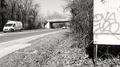 DVA 720 (artporn_) Tags: 720 graffiti tag art artderue bleu journal noiretblanc blackandwhite voiture route national voierapide pont graff