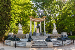 Parque del Capricho (Cruz-Monsalves) Tags: parque tolos griego greek madrid españa capricho park estatuas statue trees arboles