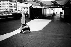 dark light dark (gato-gato-gato) Tags: 35mm ch contax contaxt2 iso400 ilford ls600 noritsu noritsuls600 schweiz strasse street streetphotographer streetphotography streettogs suisse svizzera switzerland t2 zueri zuerich zurigo z¸rich analog analogphotography believeinfilm film filmisnotdead filmphotography flickr gatogatogato gatogatogatoch homedeveloped pointandshoot streetphoto streetpic tobiasgaulkech wwwgatogatogatoch zürich black white schwarz weiss bw blanco negro monochrom monochrome blanc noir strase onthestreets mensch person human pedestrian fussgänger fusgänger passant sviss zwitserland isviçre zurich autofocus