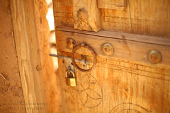 There is history behind this door (Maryam Almohaimeed | ْ مريم المحيميد) Tags: qassim qassimweather weather eos ef50mm ef50mmf14usm outdoor yahoo natural usm buraydah cute iii nice nicer love hope lovely photographer photography photo photos arab arabia almohaimeed saudiarabia saudi sa d5marklll f14 f14usm groupshot light ksa kingdomofsaudiarabia lens canon canonf14 nature naturally new mm50 maryamalmohaimeed mark maryam مريمالمحيميد مريمعبدالرحمنالمحيميد مصوره مريم مريمالعودةالمحيميد القصيم المصوره كانونفايفديثريمارك العودة المحيميد الاختبارات العرب كيوت كانون بريدة المملكةالعربيةالسعودية السعودية history تاريخ