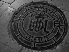 CaVe. (Warmoezenier) Tags: blanco calle cave caverna cloaca espana murcielago negro put riool rue spain spanje street valencia vleermuis wit zwart