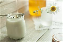 Proyecto 112/365 (Art.Mary) Tags: proyecto365 bodegón stilllife naturemorte miel honey cristal verre crystal glass canon yogurt yahourt