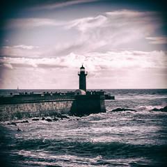 Farol / Lighthouse (Francisco (PortoPortugal)) Tags: 0982017 20160319fpbo2799 faroldefelgueiras lighthouse fozdodouro porto portugal oceanoatlântico atlanticsea quadrada square portografiaassociaçãofotográficadoporto franciscooliveira