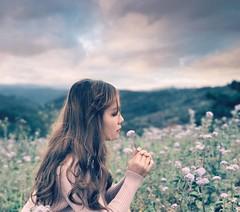 M O L T O   .   B E L L A (Räi) Tags: raiphotos dalat tones portrait moltobella girl flowers