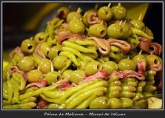 Markt der Genüsse 4 (fotomänni) Tags: markthalle markthallepalma stilleben stilllife markt manfredweis green grün vert verde lebensmittel oliven olives aceitunas peperoni