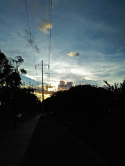No. 1433 - 23 de abril/17 (s_manrique) Tags: sombra postes cables cielo