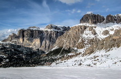 Val di Fassa, Dolomites [re-edit] (Aliy) Tags: valdifassa dolomites dolomiti italy ski skiing snow mountains mountain cliff cliffs cliffface rock rockface