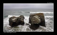 Desafiantes. (jmadrigal09) Tags: jmadrigal mar sea cantábrico playadelascatedrales paisaje landscape marina