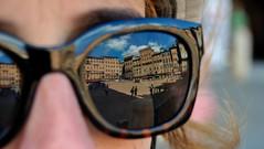 Siena II, Toscana, Italy (Gonzalo Aja) Tags: siena toscana tuscany italy italia piazza del campo plaza square reflection reflejo sunglasses gafas de sol person people girl woman mujer persona chica city ciudad cityscape urban sunny clouds nubes d3000