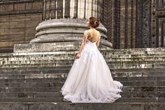 PARIGI. CHIESA DE LA MADALEINE. (FRANCO600D) Tags: sposa parigi francia paris france lamadeleine chiesa church gradini abitobianco scalinata eglisesaintemariemadeleine eglise canon eos600d sigma franco600d