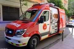 Bombers de Barcelona (Francis Lenn) Tags: bombers bombersdebarcelona fire department fighter ambulance foc incendi ambulància ambulancia bomberos