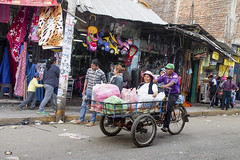 ..Transport local..??? (geolis06) Tags: olis06 pérou peru 2016 amériquedusud southamerica huancayo portrait indien indian em5olympus olympusm1240mmf28 marché market mercado