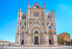 Cathédrale d'Orvieto (Voyages Lambert) Tags: princessdiana travel tourism catholicism facade basilica art mosaic sculpture matureadult christianity religion gothicstyle romanesque medieval renaissance history journey spirituality white ancient old famousplace architecture traveldestinations orvieto umbria florenceitaly tuscany italy europe marble dome cathedral church monument builtstructure city village town bluesky terni unescoworldheritagesite