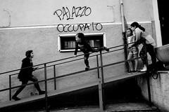 DSCF6204 (ono-send@i) Tags: fuji x70 bw cosenza calabria street prendocasa occupied