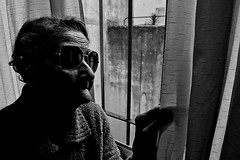 Cool grandmother (Wal Wsg) Tags: cool grandmother coolgrandmother abuela abuelabuenaonda byn bw canoneosrebelt3