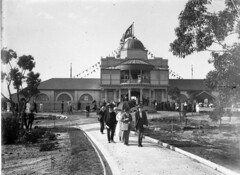 Visitors at the main entrance; Taronga Zoological Park (State Library of New South Wales collection) Tags: statelibraryofnewsouthwales sydney harbour views zoos taronga architecture buildings