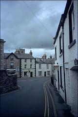 Mitchelgate (Fotorob) Tags: woningenenwoningbcomplx engeland eengezinswoning streetview cumbria analoog geschakeldewoning village england kirkbylonsdale