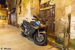 Parked in a place and at inappropriate times (A. Muiña) Tags: motorcycle motor vehicle nocturna street callejera old paisaje landscape urbana nikon nikond800 nightshots calle