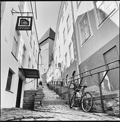Lühike jalg Street (Ordinary Extraordinary World) Tags: tallinn oldtown vanalinn lühikejalg stairs street ilford delta 100 ddx film analog bw blackandwhite zenzanonps bronica sqai 50mm 6x6 square mf medium mediumformat estonia estland filmdev:recipe=11441 ilforddelta100 ilfordilfotecddx film:brand=ilford film:name=ilforddelta100 film:iso=100 developer:brand=ilford developer:name=ilfordilfotecddx