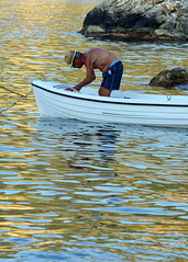 [ Non tutti i tesori sono d'oro e d'argento - Not all treasure is silver and gold ] DSC_0155.2.jinkoll (jinkoll) Tags: people street sea elderly man hat boat reflections water waves scilla scylla calabria pirate old yellow blue rock mare profile belly swimsuit summer
