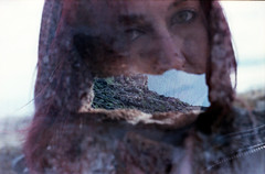 """Straziantemente, meravigliosamente"" (foto 4 di 6) (Maria Evgenidu) Tags: chinoncx ferraniafilms ferraniasolaris200 helios44m4 expired film expiredfilm pellicola pellicolascaduta analogue analogico analog analogica analogpassion analogphotography thefilmexperience theanalogproject thefilmcommunity truegrain fotografiaanalogica filmisnotdead finchècèpellicolacèsperanza filmisawasteoftime 35mm iamastoryteller iscanbymyself ilovephotography noilofacciamoanalogico novemberingreece monemvasia greece grecia aboutme selfportrait doubleexposure multipleexposure"