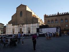 bo3 (efastudio) Tags: bologna italia architecture piazza streetphoto people sky church chiesa sanpetronio