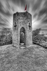 Tour du Castela 03 (Robinl81) Tags: castela castel chateau hdr nb noir noiretblanc black blanc white sky ciel brique brick