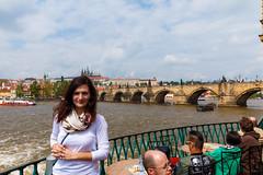 Karlsbrücke mit Resi (Eisregen87) Tags: prag praha canon eos karlův most karlsbrücke bridge brücke
