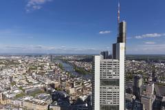 Commerzbanktower und Main (Reiner Grasses) Tags: frankfurt main commerzbank zentrale maintower