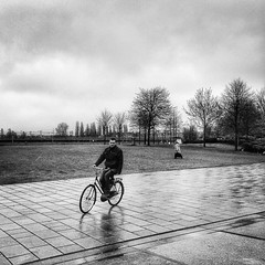 🚲 #amsterdam #2015 #photooftheday #wanderlust #blackandwhitephotography #bike (.Tatiana.) Tags: instagramapp square squareformat iphoneography uploaded:by=instagram lofi